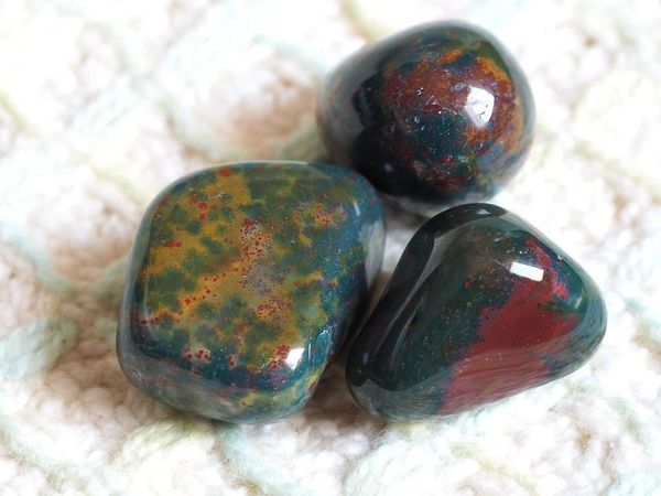 what-on-earth-is-bloodstone-a-gothic-form-of-jasper.jpg